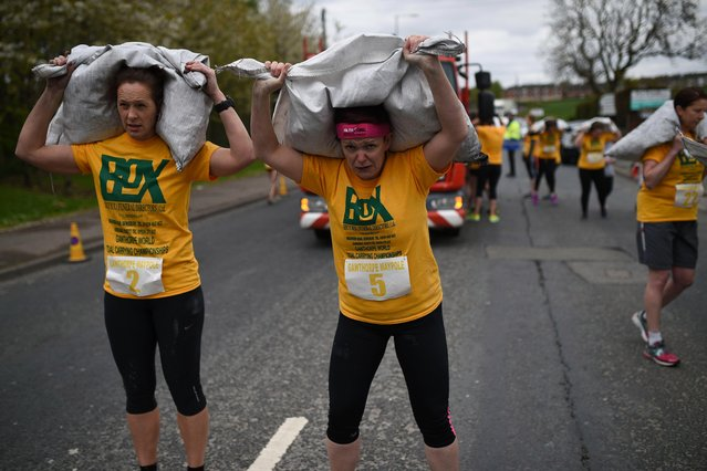 Competitors take part in the Women' s Race at the annual World Coal Carrying Championships in the village of Gawthorpe, near Wakefield, northern England on April 17, 2017. (Photo by Oli Scarff/AFP Photo)