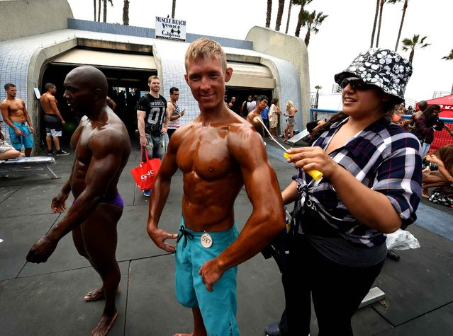 Josh Pales prepares to compete in the Memorial Day Muscle Beach bodybuilding competition at Venice Beach, California on May 30, 2016. (Photo by Mark Ralston/AFP Photo)