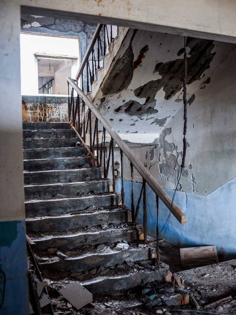 A crumbling staircase. (Photo by Mark C. O'Flaherty)