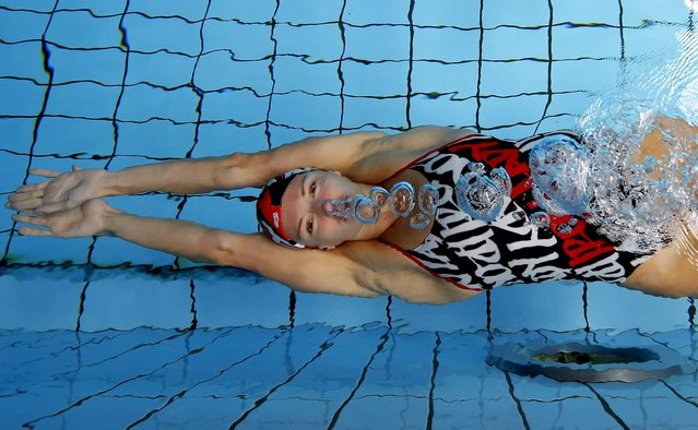 Hungarian swimmer Katinka Hosszu exhales underwater at a training session in Budapest, Hungary July 15, 2015. (Photo by Laszlo Balogh/Reuters)