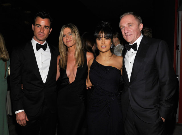 (L-R) Actor Justin Theroux, actress Jennifer Aniston, actress Salma Hayek, and Francois-Henri Pinault attend LACMA 2012 Art + Film Gala Honoring Ed Ruscha and Stanley Kubrick presented by Gucci at LACMA on October 27, 2012 in Los Angeles, California. (Photo by John Sciulli)