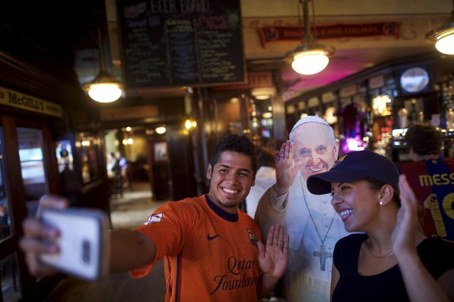 Alfred Yetta (L) and Kay Manning pose for a photo in front of a cardboard cut-out of Pope Francis, during an event organised by Christa Scalies, the co-creator of the Pop-Up Pope, in Fado Irish Pub & Restaurant in Philadelphia, Pennsylvania, September 16, 2015. (Photo by Mark Makela/Reuters)