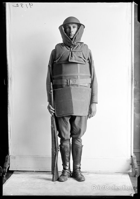Fall Fashion, US Military Fall 1918 or so. Photographed by Harris.