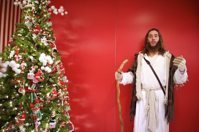 "Michael Grant, 28, ""Philly Jesus"", poses for a portrait at Macy's department store in Philadelphia, Pennsylvania December 18, 2014. (Photo by Mark Makela/Reuters)"