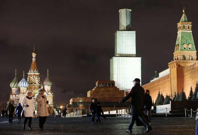 The Kremlin's Spasskaya (Saviour) Tower, covered by scaffolding, is seen behind the mausoleum of Soviet state founder Vladimir Lenin at the Red Square in Moscow, December 23, 2014. (Photo by Sergei Karpukhin/Reuters)
