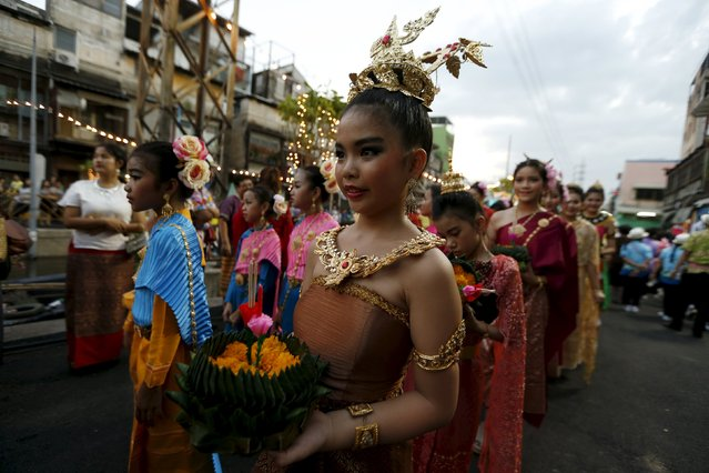 Thai girls carry Krathongs as they attend a parade during the Loy Krathong festival in downtown Bangkok, November 25, 2015. (Photo by Jorge Silva/Reuters)