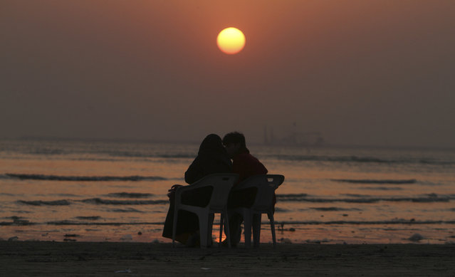 A Pakistani couple enjoys the last sunset of the year at Karachi beach, Wednesday, December 31, 2014, in Pakistan. (Photo by Fareed Khan/AP Photo)