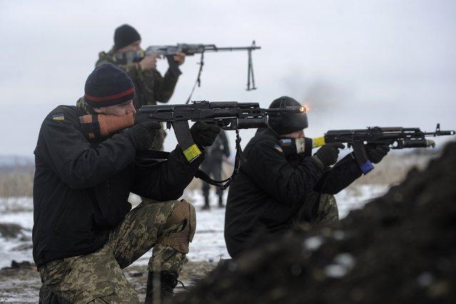 Ukrainian servicemen fight at their position near Lysychansk, in Luhansk region January 29, 2015. (Photo by Maksim Levin/Reuters)