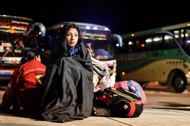 "Nacari, 16, awaits in Huaquillas, Ecuador, border with Peru, after travelling across the country in a bus provided by Ecuadoran authorities as part of a ""humanitarian corridor"" for Venezuelans fleeing their country' s economic crisis on August 25, 2018. (Photo by Luis Robayo/AFP Photo)"