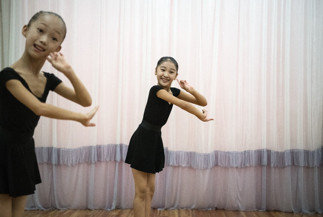 Young ballerinas practice during a class at Mansyongdae School Childrens' Palace on August 23, 2018 in Pyongyang, North Korea. (Photo by Carl Court/Getty Images)