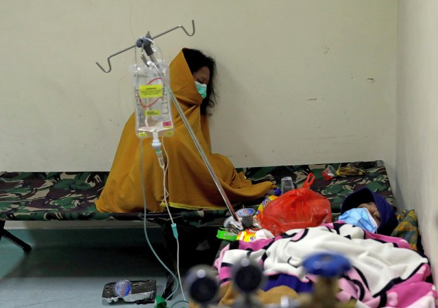 People rest on camp beds inside the emergency ward for coronavirus disease (COVID-19) patients at a government-run hospital in Jakarta, Indonesia, June 29, 2021. (Photo by Willy Kurniawan/Reuters)