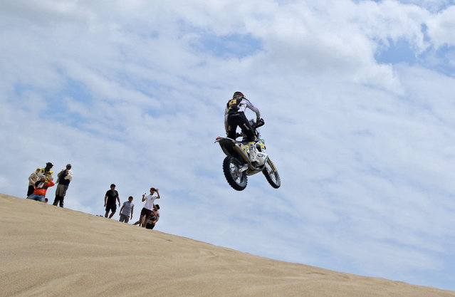 Chilean rider Pablo Quintanilla of Husqvarna competes on the first stage between Lima and Pisco, Peru on January 7, 2019. (Photo by Sebastian Castaneda/EPA/EFE)