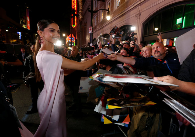"""Cast member Deepika Padukone signs autographs at the premiere of """"xXx: Return of Xander Cage"""" in Hollywood, Los Angeles, California U.S., January 19, 2017. (Photo by Mario Anzuoni/Reuters)"""