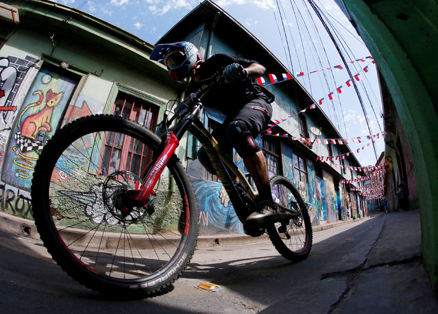 Chile's Mauricio Acuna in action during the 17th edition of the 'Red Bull Valparaiso Cerro Abajo 2019' downhill bike championship, in Valparaiso, Chile, 10 February 2019. (Photo by Rodrigo Garrido/Reuters)