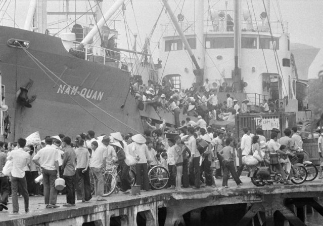 Last Viet evacuees by boat from Saigon water front in Saigon as PRG troops closing in on April 30, 1975. (Photo by Matt Franjola/AP Photo)