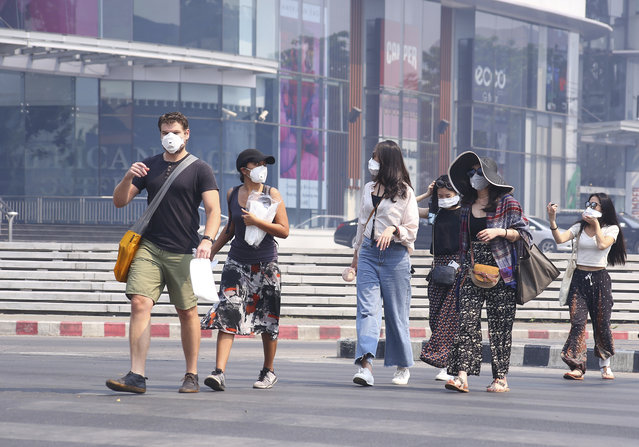 Tourists wear masks in Chiang Mai province, Thailand, Tuesday, April 2, 2019. The air hanging over Thailand's far north has become so polluted, the prime minister went Tuesday to see in person what's been called a severe health crisis. (Photo by Maytanan Merchant/AP Photo)