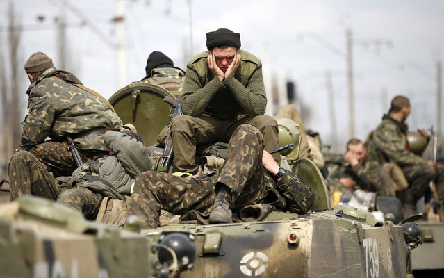 Ukrainian soldiers sit on top of armoured personnel carriers in Kramatorsk, in eastern Ukraine April 16, 2014. Ukrainian government forces and separatist pro-Russian militia staged rival shows of force in eastern Ukraine on Wednesday amid escalating rhetoric on the eve of crucial four-power talks in Geneva on the former Soviet country's future. (Photo by Marko Djurica/Reuters)
