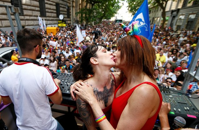 Italian actress Asia Argento takes part in the Gay Pride Parade in Rome, Italy, June 8, 2019. (Photo by Yara Nardi/Reuters)