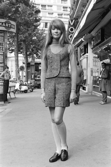 French singer Françoise Hardy pose in the streets of Paris on 13 October 1967. (Photo by AFP Photo)