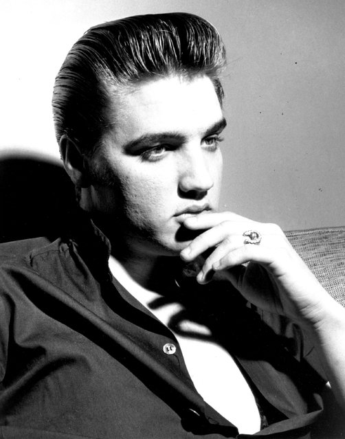 Rock and roll singer Elvis Presley poses for a portrait in circa 1960. (Photo by Michael Ochs Archives/Getty Images)