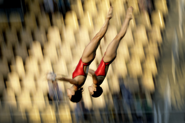 China's Liu Huixia and Chen Ruolin compete during the women's synchronized 10-meter platform diving final in the Maria Lenk Aquatic Center at the 2016 Summer Olympics in Rio de Janeiro, Brazil, Tuesday, August 9, 2016. (Photo by Wong Maye-E/AP Photo)