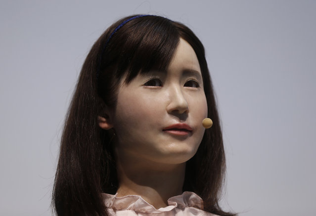Toshiba Corp. demonstrates its communications android named Ms. Aiko Chihira that can use sign language and introduce itself, at the Combined Exhibition of Advanced Technologies (CEATEC) JAPAN 2014 in Chiba, east of Tokyo, October 7, 2014. (Photo by Issei Kato/Reuters)