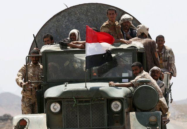 Soldiers loyal to Yemen's government ride a truck at the frontline of fighting against Houthi militants in the central province of Marib October 8, 2015. (Photo by Reuters/Stringer)