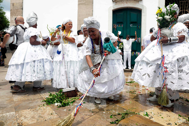 """Hundreds of believers participate in the traditional pre- carnival event """"Lavagem das Escadarias Bonfim"""" – a symbolic washing of the stairs of the Bonfim Church by practitioners of Catholicism and Afro- Brazilian religions – in the city of Salvador, Bahia, Brazil, on January 11, 2018. (Photo by Lucio Tavora/AFP Photo)"""