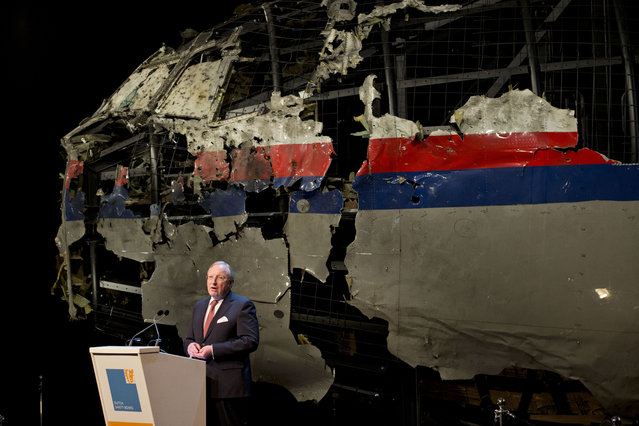 With the reconstructed cockpit displayed behind, Tjibbe Joustra, head of the Dutch Safety Board presents the board's final report into what caused Malaysia Airlines Flight 17 to break up high over Eastern Ukraine last year, killing all 298 people on board, during a press conference in Gilze-Rijen, central Netherlands, Tuesday, October 13, 2015. (Photo by Peter Dejong/AP Photo)