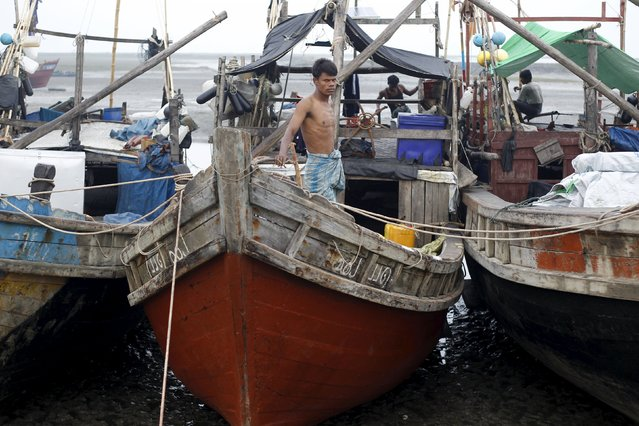 A Muslim Rohingya man stands on a boat at a fishing port at a refugee camp outside Sittwe October 29, 2015. (Photo by Soe Zeya Tun/Reuters)