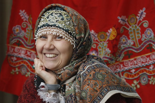 """Souvenirs seller smiles during the street market of the """"2021 Agrorus"""" international agricultural fair at the Expoforum exhibition centre in St. Petersburg, Russia, 02 September 2021. The Exhibition opens for visitors until 05 September 2021. (Photo by Anatoly Maltsev/EPA/EFE)"""