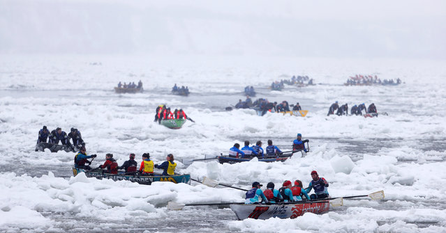 Canoers compete during the Ice Canoe race at the Quebec Winter Carnival in Quebec City, February 5, 2017. (Photo by Mathieu Belanger/Reuters)