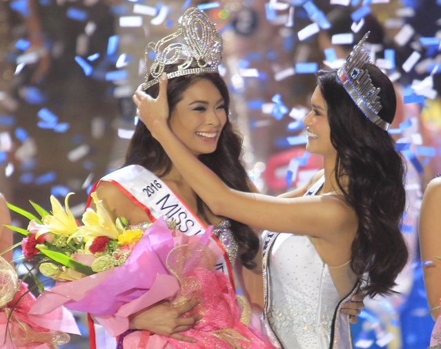 2015 Binibining Pilipinas Universe and reigning Miss Universe Pia Alonzo Wurtzbach (R) crowns Maxine Medina as her successor during the 2016 Binibining Pilipinas (Miss Philippines-Universe) beauty pageant coronation night in Quezon City, metro Manila April 18, 2016. (Photo by Romeo Ranoco/Reuters)