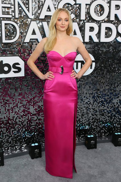 English actress Sophie Turner arrives for the 26th Annual Screen Actors Guild Awards at the Shrine Auditorium in Los Angeles on January 19, 2020. (Photo by Jean-Baptiste Lacroix/AFP)
