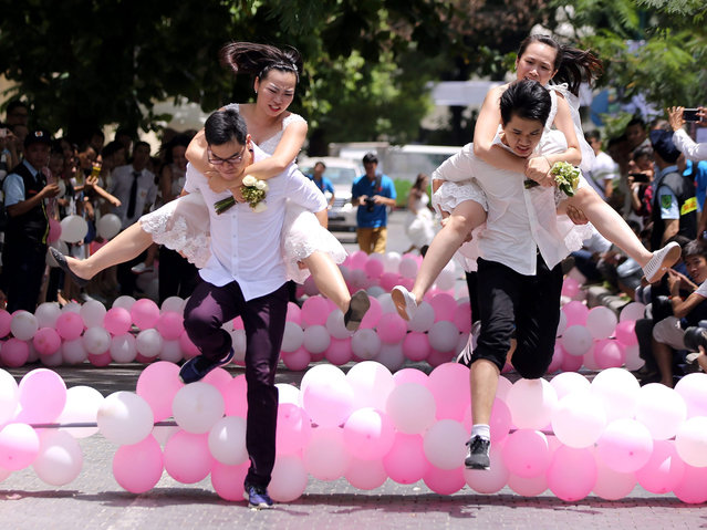 "Couples take part in the ""Love and Challenge Marathon"" in Hanoi, Vietnam, 16 August 2015. Fifty couples, who are going to get married, participated in the event which is held the fifth time. This year, the winners of the marathon received a honeymoon trip to Malaysia. (Photo by Luong Thai Linh/EPA)"