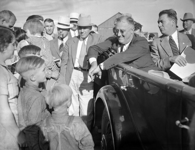 President Franklin Roosevelt, getting drought information first-hand in his car as he talked with farmer Will Duerr and his family in Julesburg, Colo. on September 3, 1936. (Photo by AP Photo)