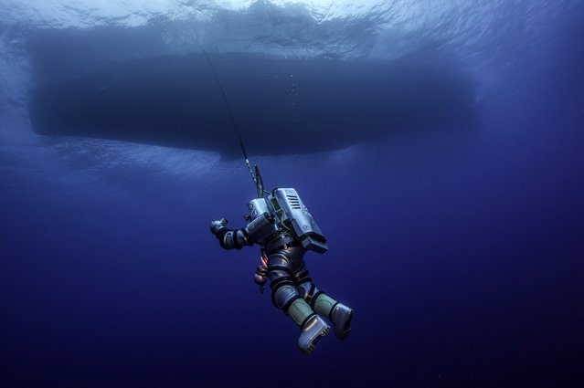 In this undated photo provided by Argo via the Greek Culture Ministry on Thursday, October 9, 2014, a diver wearing a new metal suit that allows humans to reach great depths without decompressing, descends over the Antikythera wreck off the island of Antikythera in southern Greece. (Photo by Brett Seymour/AP Photo/ARGO via Greek Culture Ministry)
