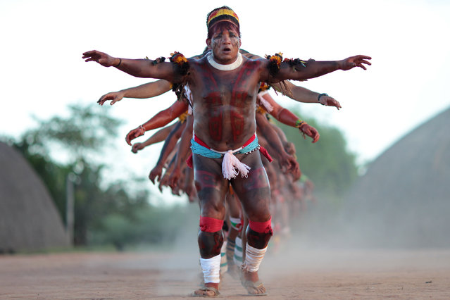 "Yawalapiti youth chief Anuia (near) leads a dance during the preparations for the celebration of ""quarup"", a ritual held to honor in death a person of great importance to them, in the Xingu National Park, Mato Grosso State, May 7, 2012. (Photo by Ueslei Marcelino/Reuters)"