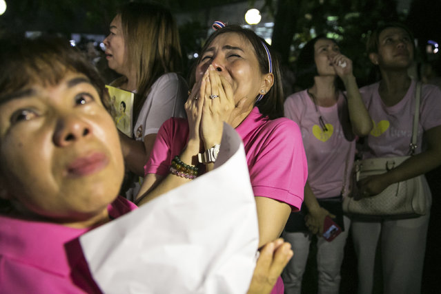 People react, at Siriraj Hospital where the king is being treated in Bangkok, Thailand, Thursday, October 13, 2016. (Photo by Wason Wanichakorn/AP Photo)