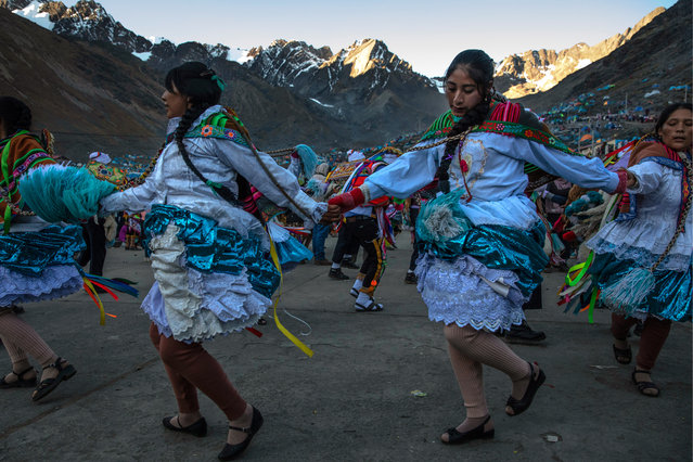 Costumed dancers parade on the first day of the annual Qoyllur Rit'i festival on May 27, 2018 in Ocongate, Peru. (Photo by Dan Kitwood/Getty Images)