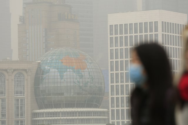 A woman wears a face mask on the Bund during a hazy day in downtown Shanghai January 26, 2015. China's pollution crisis has inspired an environmental regulator in a smog-blanketed northern province to write a novel whose extracts have gone viral online, spurring plans for two more books. (Photo by Aly Song/Reuters)