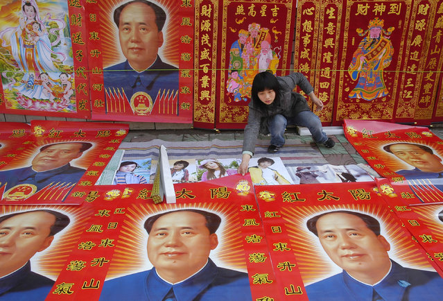 A vendor arranges decorations at a booth in Yingtan, central China's Jiangxi province, February 11, 2007. (Photo by Reuters/Stringer)