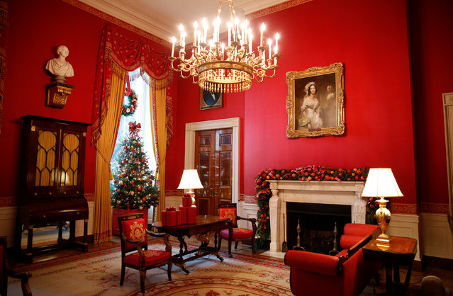 The Red Room is decked out during a holiday decor preview at the White House in Washington, U.S., November 29,  2016. (Photo by Kevin Lamarque/Reuters)