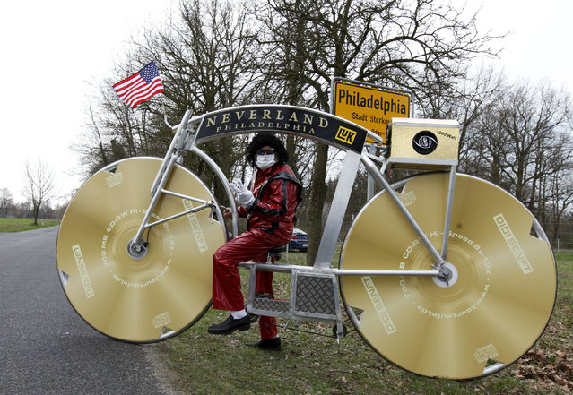 "German bicycle designer Didi Senft, poses in a costume with a self-made bike honouring the late U.S. singer Michael Jackson in the village of Philadelphia near Storkow, some 50 km (31 miles) south of the German capital Berlin, April 6, 2010. Senft, a cycling fan better known as ""El Diablo"" from the Tour de France, is to embark on a 13-day tour with his bike, visiting capitals around Europe to pay tribute to Michael Jackson. (Photo by Thomas Peter/Reuters)"