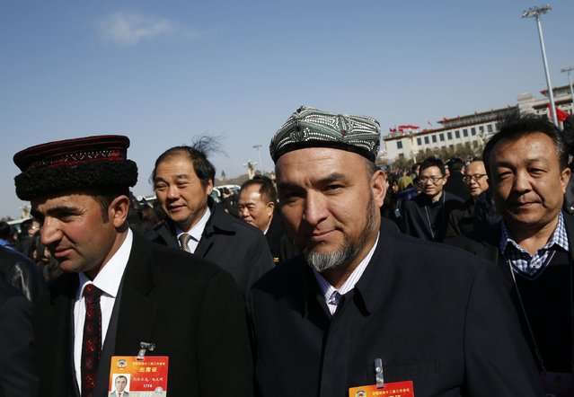 Ethnic minority delegates arrive for the opening session of Chinese People's Political Consultative Conference (CPPCC) at Tiananmen Square in Beijing March 3, 2015.  REUTERS/Kim Kyung-Hoon (CHINA - Tags: SOCIETY POLITICS)