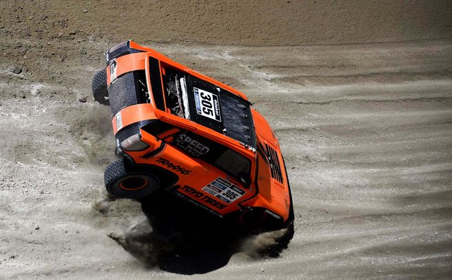 Hummer driver Robby Gordon and co-pilot Kellon Walch, both of the U.S., jump dunes during the ninth stage between the cities of Calama and Iquique, Chile. (Photo by Franck Fife/Associated Press)