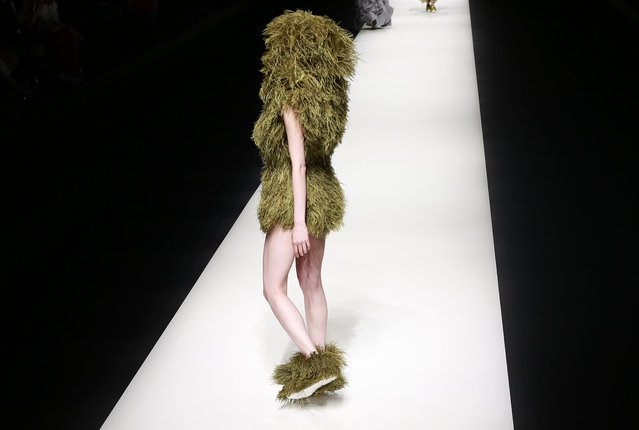 A model displays a creation by Vietnam's Nguyen Cong Tri during the 2017 Autumn/Winter Collection at the Tokyo Fashion Week in Tokyo, Tuesday, March 21, 2017. (Photo by Shizuo Kambayashi/AP Photo)