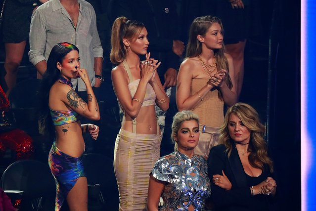 (L-R) US singer Halsey, models Gigi Hadid and Bella Hadid and Bebe Rexha (bottom L) clap during 2019 MTV Video Music Awards at the Prudential Center in Newark, New Jersey on August 26, 2019. (Photo by Lucas Jackson/Reuters)