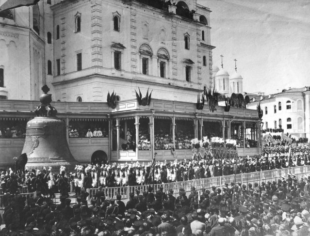 Crowds outside the Kremlin during the coronation of Tsar Nicholas II in Moscow, 26th May 1896. On the left is the huge bronze Tsar Bell.