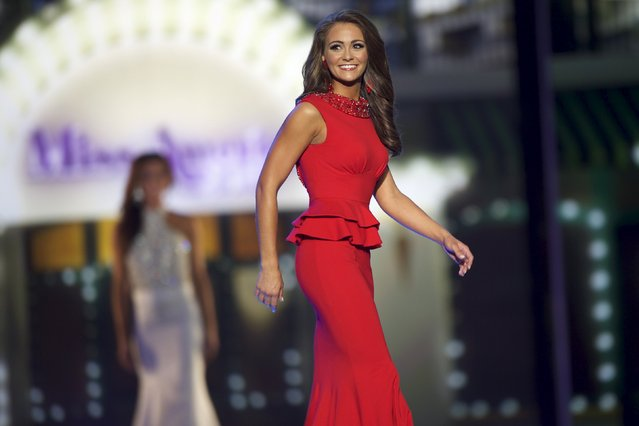 Miss Tennessee Hannah Robison competes in the evening gown competition during the first night of preliminaries of Miss America at Boardwalk Hall in Atlantic City, New Jersey, September 8, 2015. (Photo by Mark Makela/Reuters)